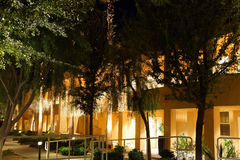 Nachtlichter von südwestlichen Arthotelgebäuden Stockbild