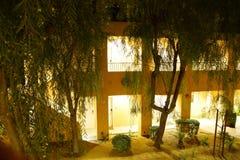 Nachtlichter von südwestlichen Arthotelgebäuden Stockfotos