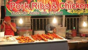 Nachtmarktgeburtstag der König von Thailand Phuket, Thailand am 5. Dezember 2014 stock video