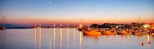 Nachtmeer von Schiffen Stockfoto