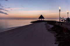 Nachtmening bij Vier Seizoenentoevlucht de Maldiven in Kuda Huraa Stock Foto