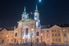 Nachtmening de Gebiedskerk van Onze Dame Queen van de Poolse Kroon Kathedraal, na Wereldoorlog II opnieuw op die wordt gebouwd di stock foto's