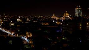 Nachtmening de Mexicaanse stad van Puebla Stock Foto's