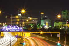 Nachtmening in de stad van Izmir Stock Afbeeldingen