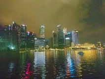 Nachtmening door de Rivier van Singapore Royalty-vrije Stock Afbeelding