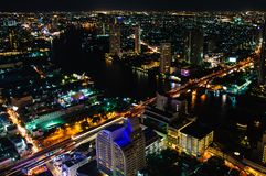 Nachtmening over de stad van Bangkok, Thailand Royalty-vrije Stock Afbeelding