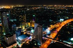 Nachtmening over de stad van Bangkok, Thailand Stock Fotografie