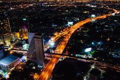 Nachtmening over de stad van Bangkok, Thailand Royalty-vrije Stock Foto's