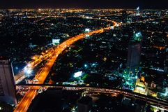 Nachtmening over de stad van Bangkok, Thailand Royalty-vrije Stock Foto