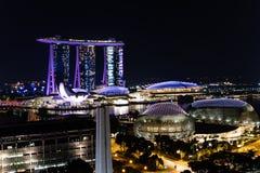 Nachtmening Singapore de stad in, Promenadetheaters op de Baai, Ma Royalty-vrije Stock Afbeelding