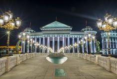 Nachtmening in Skopje-stadscentrum royalty-vrije stock afbeelding