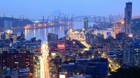 Nachtmening van bezige de havenstad van Keelung ~ A in noordelijk Taiwan Stock Foto