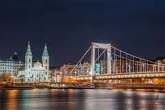 Nachtmening van Boedapest, Hongarije royalty-vrije stock afbeelding