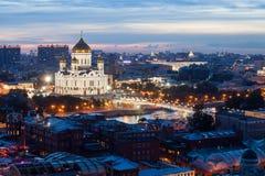 Nachtmening van Christus de Verlosserkathedraal en de Patriarchale Brug in Moskou Royalty-vrije Stock Foto's