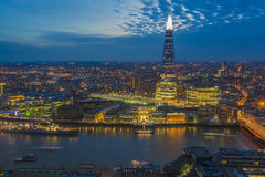 Nachtmening van cityscape van Londen Stock Foto