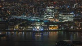 Nachtmening van cityscape van Londen Stock Afbeeldingen