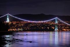 Nachtmening van de Brug van de Leeuwenpoort, Vancouver, BC, Canada Stock Afbeelding