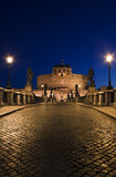 Nachtmening van de Brug voor Castel St.  Royalty-vrije Stock Foto's