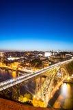 Nachtmening van de historische stad van Porto, Portugal met Dom Stock Foto's