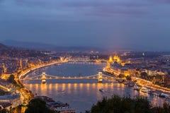 Nachtmening van de rivier en Boedapest van Donau Royalty-vrije Stock Afbeelding