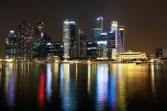 Nachtmening van de rivier van Singapore Stock Afbeelding