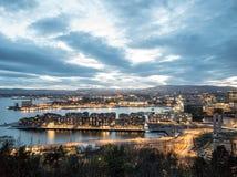 Nachtmening van de Stad van Oslo, Noorwegen Royalty-vrije Stock Afbeelding