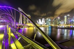Nachtmening van de stadshorizon van Singapore in Singapore stock foto