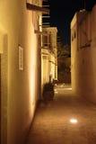 Nachtmening van de straten van de oude Arabische stad Doubai stock foto