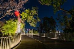 Nachtmening van de weg towrads de Taichung-Wereld Flora Exposition stock foto's