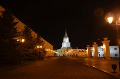 Nachtmening van de witte toren van Kazan het Kremlin van het interne grondgebied Nachtverlichting Republiek Tatarstan, Rusland stock foto's