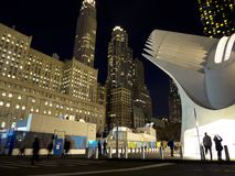 Nachtmening van de World Trade Centerpost die New York bouwen Stock Foto's