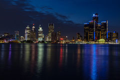 Nachtmening van Detroit Stock Afbeeldingen