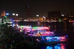Nachtmening van enbankment van Nijl in Kaïro Stock Fotografie