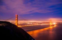 Nachtmening van Golden gate bridge, San Francisco California stock afbeeldingen