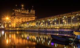 Nachtmening van Gouden Tempel, Amritsar royalty-vrije stock afbeelding