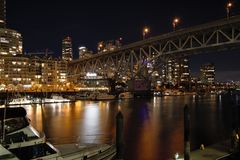 Nachtmening van Granville-brug royalty-vrije stock afbeeldingen
