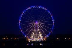 Nachtmening van groot wiel in Parijs stock foto
