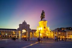 Nachtmening van Handelsvierkant in Lissabon, Portugal stock fotografie