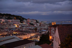Nachtmening van het de stadscentrum van Lissabon, Portugal stock afbeelding