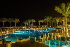 Nachtmening van het hotel Jaz Belvedere Resort stock afbeeldingen