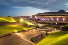 Nachtmening van het Internationale Conferentiecentrum in Katowice stock foto's