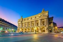 Nachtmening van het Palais Garnier, Opera in Parijs royalty-vrije stock foto