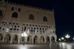 Nachtmening van het Paleis Venetië, Italië van de Doge royalty-vrije stock foto's