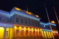 Nachtmening van het Presidentiële Paleis in Vilnius met Kerstmisverlichting, Litouwen Royalty-vrije Stock Fotografie