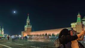 Nachtmening van het Rode Vierkant van Moskou, Mausoleum van Lenin en de Russische Overheidsbouw stock footage