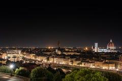 Nachtmening van hierboven van de stad van Florence stock afbeeldingen