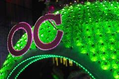 Nachtmening van Kerstmisdecoratie bij de Boomgaardweg van Singapore Royalty-vrije Stock Foto's
