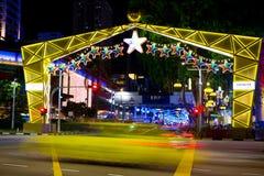 Nachtmening van Kerstmisdecoratie bij de Boomgaardweg van Singapore op 19 November, 2014 Stock Fotografie