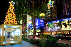 Nachtmening van Kerstmisdecoratie bij de Boomgaardweg van Singapore op 19 November, 2014 Royalty-vrije Stock Afbeelding