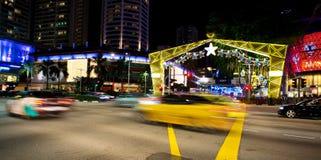 Nachtmening van Kerstmisdecoratie bij de Boomgaardweg van Singapore op 19 November, 2014 Stock Foto